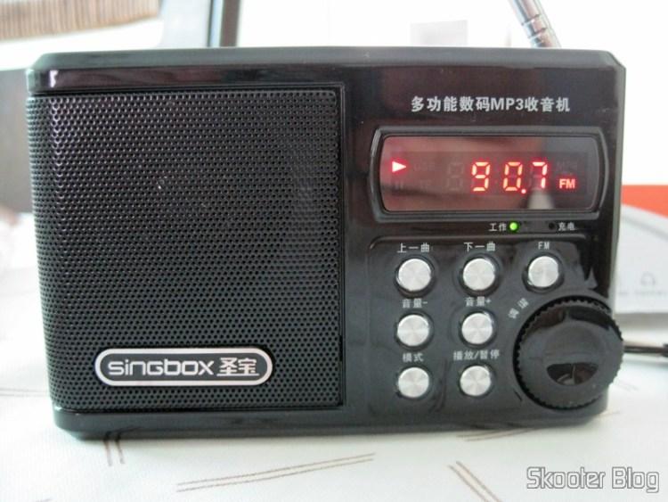 "Portable Radio and MP3 Player FM Singbox SV922 com, USB, TF, SD, Alto-Falante, TFD 1.5″ (Singbox 1.5 SV922″ LCD MP3 Player Speaker w/ FM / USB / TF USB BlTFk), LCD 1.5"" (Singbox 1.5 SV922"" LCD MP3 Player Speaker w/ FM / USB / TF - Black)"