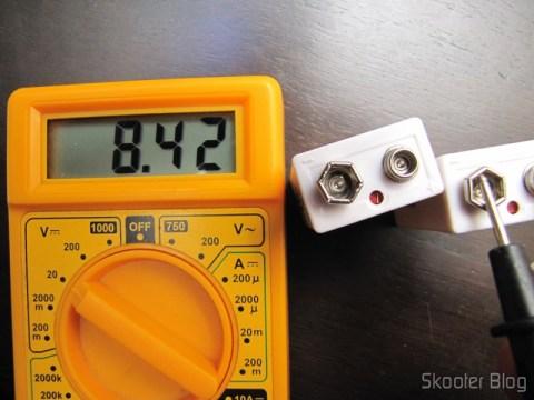 Teste de tensão das baterias após a carga completa