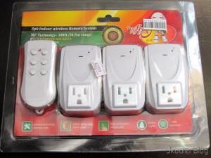 Conjunto de Adaptadores de Energia AC com Controle Remoto s/ Fio c/ 3 Canais, Plug Norte-Americano, 110V (3-Channel Wireless Remote Controlled AC Power Adapters Set (110V/US Plug)) em sua embalagem original