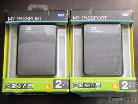 Discos Rígidos Externos Pretos 2 TB Western Digital My Passport WDBY8L0020BBK-NESN (Western Digital My Passport 2 TB Black External Hard Drive WDBY8L0020BBK-NESN) em suas respectivas caixas