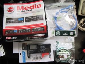"""Painel Frontal 5.25"""" Multi-Função Tudo-em-Um USB 2.0 / 3.0 e Leitor de Cartões (All-in-1 5.25"""" USB 2.0 / 3.0 Multi-Function Front Panel Media Card Reader Dashboard), Pasta de Solda Genuína Pro'sKit com 50g (Genuine Pro'sKit Soldering Paste - Ivory (50g)), Painel Traseiro com 2 portas USB 3.0 Fêmea para Placas-Mães com conector USB 3.0 de 20 Pinos (2-Port USB 3.0 Female to Motherboard 20-Pin Extender Back Panel Bracket Cable - Blue), e Testador de Nível de Energia de Baterias Digital com LCD de 3.5"""" (3.5"""" LCD Digital Battery Power Level Tester)"""