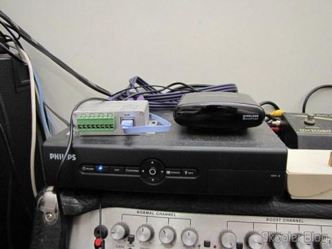 Repetidor / Extensor de Controle Remoto Sem Fio IR 433MHz, até 200 metros Pakite PAT-433 (New 433MHz Wireless IR Remote Extender Repeater 200M) em funcionamento - Receptor
