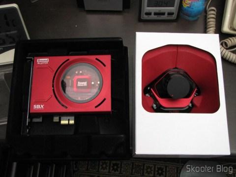 Creative Sound Blaster ZX SBX PCIE Gaming Sound Card with Audio Control Module SB1506 sendo desembalada