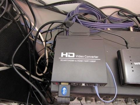 Conversor de Video de SCART + HDMI para HDMI (SCART + HDMI to HDMI Video Converter – Black) em funcionamento