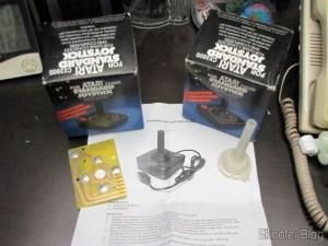 2 Joysticks de Atari 2600 Novos e Kit de Reparo de Joysticks de Atari 2600 CX40