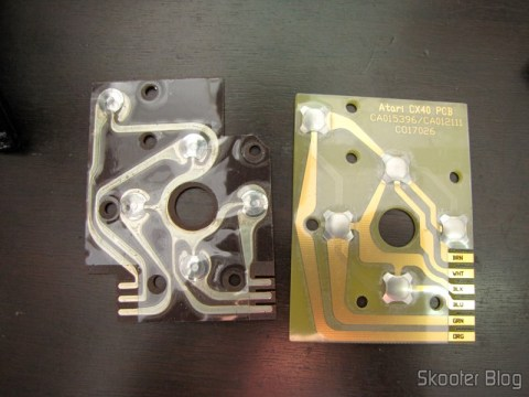 A circuit board original Atari joystick do 2600 (left) and the Repair Kit Board of Atari Joysticks 2600 CX40 (right)