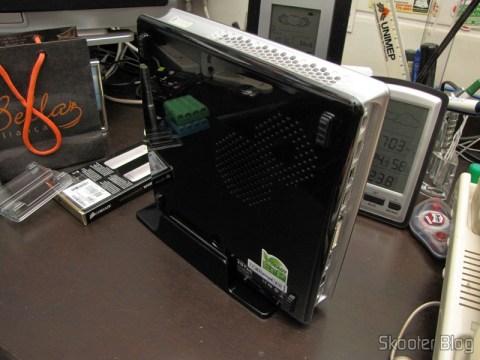 Zotac ZBOX ID83 Core i3-3120M 2.5GHz Intel HM76 DDR3 Wi-Fi A&V Gigabit Ethernet Mini PC Barebone System (ZBOX-ID83-U) com as Memórias de Laptop Corsair Vengeance 16GB (2x8GB) DDR3 1600MHz (Corsair Vengeance 16GB (2x8GB) DDR3 1600 MHz (PC3 12800) Laptop Memory (CMSX16GX3M2A1600C10)) instaladas e pronto para o primeiro boot