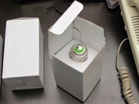Taking one of the LED lamps 9W White Light 7000K 1100 lumens E27 COB LED (110~220V) (E27 9W 1100lm 7000K White Light COB 1-LED Bulb - White (110~ 220V)) from its packaging