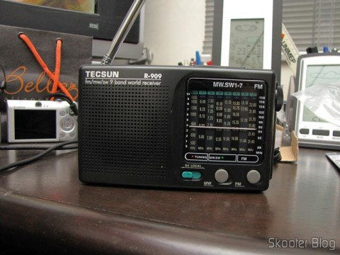 Portable radio Tecsun R-909 Multiband com 9 FM bands / AM / SW (7 Shortwave bands, 2 x AA) (TECSUN R-909 Portable FM / MW / SW Multiband AM / FM Radio Receiver – Black (2 x AA))