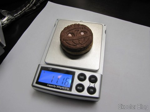 Precision Digital Pocket (Maximum 300g / Resolution 0.01g) (Precision Digital Pocket Scale (300g Max / 0.01g Resolution)) weighing a wafer Trakinas (or cookie Trakinas to you who are not Paulistas :P)