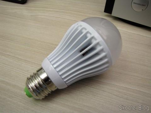 Lampada LED 9W 7000K Luz Branca 1100 lumens E27 COB LED (110~220V) (E27 9W 1100lm 7000K White Light COB 1-LED Bulb – White (110~ 220V))