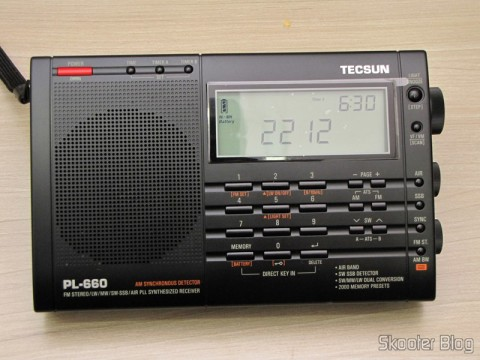 Radio Multi-Banda Mundial Tecsun PL-660 FM, AM (Medium Wave), Shortwave, Long Waves and Escuta Aeronautics (TECSUN PL-660 (Black) AIR/FM/SW/MW/LW World Band Radio), off, marking the hours