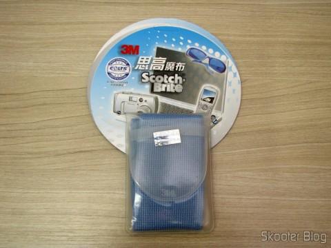 Tecido de Limpeza Hi-Tech para Gadgets 3M Scotch Brite (3M Scotch Brite Hi-Tech Cleaning Cloth for Gadgets (Random Color)) em sua embalagem