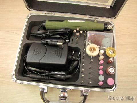 Conjunto Furadeira / Amolador Elétrico 80 em 1 WLXY P-800 (WLXY P-800 80-in-1 Electric Drill / Grinder Set) na maleta de alumínio