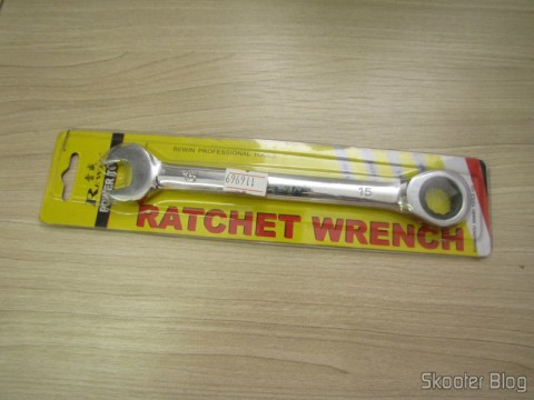 Combined key (Chave de Boca) with Ratchet Steel Chrome-Vanadium 15mm REWIN (Chrome Vanadium Steel Ratchet Combination Spanner Wrench (15mm)), on its packaging