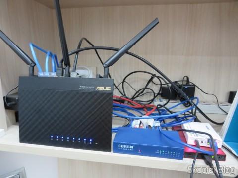Roteador Wireless Gigabit 1300Mbps ASUS RT-AC66U (ASUS RT-AC66U 1300 Mbps Gigabit Wireless Router), Switch 8 Portas Gigabit Ethernet 10/100/1000Mbps CORSN CS-1008G (CORSN CS-1008G 8-Port 100Mbps / 1000Mbps Switch – Blue), Case para HD externo 2.5″ SSK SHE066-F vermelho – Solução para armazenamento móvel, e NS-K330 – Servidor USB/NAS/FTP/SAMBA/Impressão/UPNP/Compartilhamento + Cliente de BitTorrent - Todos já apresentados aqui no Skooter Blog