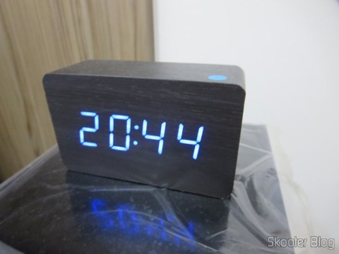 Wood Alarm Clock with Style w / Blue LED Temperature (Wood Style Alarm Clock w/ Blue LED + Temperature – Black + Grey (4 x AAA/USB)), you've seen in Skooter Blog