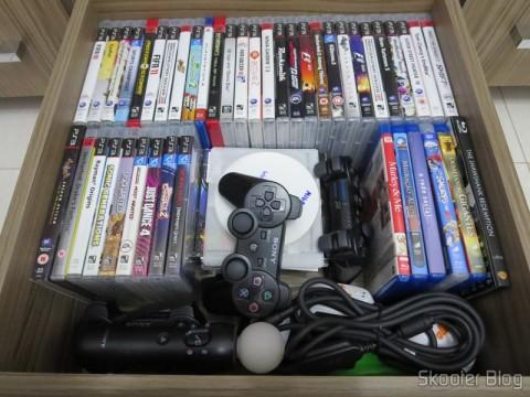 E minha gaveta Playstation 3 com muitos dos jogos e acessórios que você também já viu aqui no Skooter Blog