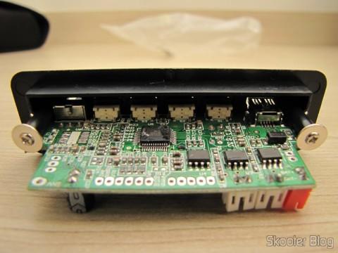 Hardware Decodificador MP3  c/ FM, Controle Remoto, USB, Mini USB e Slot SD (MP3 Hardware Decoder w/ FM/Remote Controller/USB/Mini USB/SD Slot – Black (5V))
