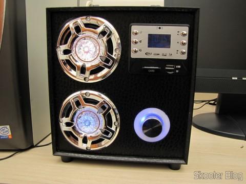 Cartão de Memória SDHC 32GB Sandisk Ultra 32GC10 Classe 10 Genuíno (Genuine SanDisk Ultra 32GC10 SDHC Memory Card – Black (32GB / Class 10)) conectado no MP3 Player com Alto-Falante HY-F3 com Tela de 1.3″, Bateria Recarregável, Luz Colorida Piscante, Rádio FM, slots SD, TF e USB (Rechargeable 1.3″ Screen MP3 Player Music Speaker w/ Colorful Flashing Light / FM / SD / TF / USB)