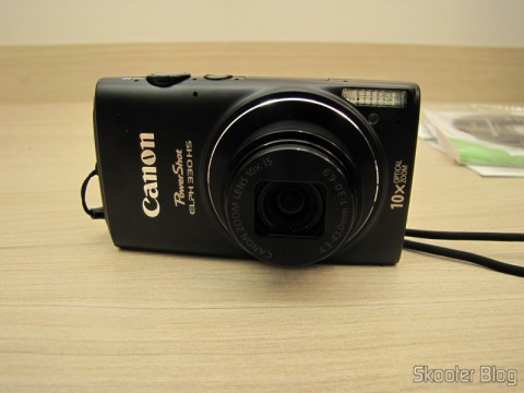 Câmera Digital Canon PowerShot ELPH 330 HS 12.1 MP Wi-Fi CMOS Zoom Óptico 10X Lentes 24mm Video Full HD 1080p (Canon PowerShot ELPH 330 HS 12.1 MP Wi-Fi Enabled CMOS Digital Camera with 10x Optical Zoom 24mm Wide-Angle Lens and 1080p Full HD Video (Black))