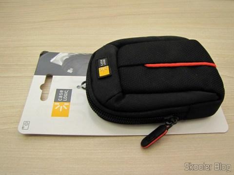 Bolsa para Câmera Compacta Case Logic DCB-301 (Case Logic DCB-301 Compact Camera Case – Black), em sua embalagem