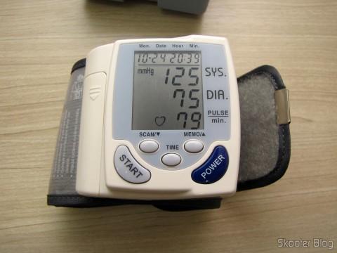 Monitor de Pressão Arterial de Pulso Totalmente Automático (Fully Automatic Wrist Blood Pressure Pulse Monitor)