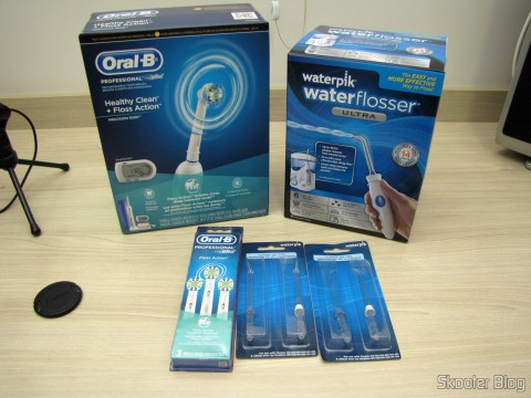 Escova de Dentes Elétrica Recarregável Oral-B Professional Healthy Clean + Floss Action Precision 5000 (Oral-B Professional Healthy Clean Floss Action Precision 5000 Rechargeable Electric Toothbrush(packaging may vary)), Waterpik Ultra Water Flosser (Waterpik Ultra Water Flosser), 3 Refis Oral-B Floss Action para Escova Elétrica (Oral-B Professional Floss Action Replacement Brush Head 3 Count), e 2 Pacotes c/ 2 Pontas de Alta Pressão para Jateador Dental Waterpik (2 of Waterpik Dental Water Jet Replacement High Pressure Jet Tips (Pack of 2))