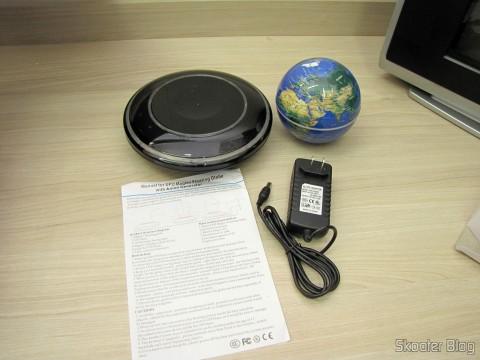 Globo Flutuante Maglev UFO Cheerlink 106mm c/ Gerador de Ânions (CHEERLINK 106mm UFO Maglev Floating Globe w/ Anion Generator – Blue + Black (US Plug / AC 100~240V)), base, fonte e manual