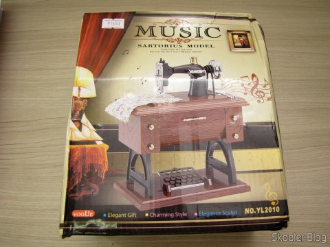 Embalagem da Mini Caixa Musical Mecânica Estilo Máquina de Costura Antiga (Vintage Mini Sewing Machine Style Mechanical Music Box)