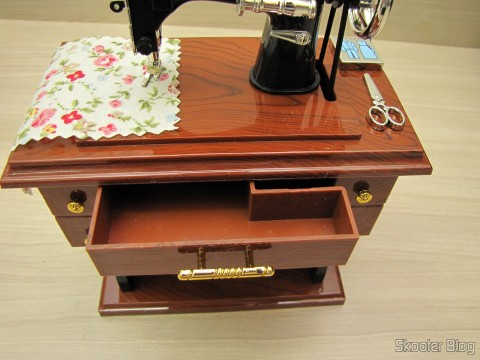 The drawer Mini Musical Box Mechanical Old Style Sewing (Vintage Mini Sewing Machine Style Mechanical Music Box)