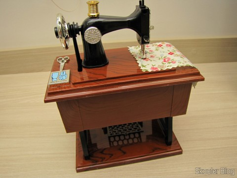 Mini Caixa Musical Mecânica Estilo Máquina de Costura Antiga (Vintage Mini Sewing Machine Style Mechanical Music Box)