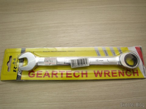Combined key (Chave de Boca) with Ratchet Steel Chrome-Vanadium 16mm REWIN (Chrome Vanadium Steel Ratchet Combination Spanner Wrench (16mm)), on its packaging