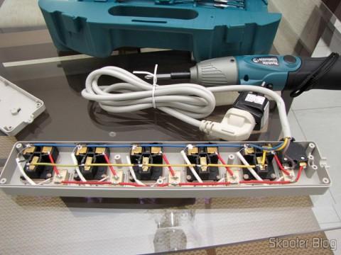 Por dentor do Filtro de Linha com 5 Tomadas Universais e Interruptores Individuais (5-Outlet Electric AC Power Bar Strip Splitter with Switch (250V))