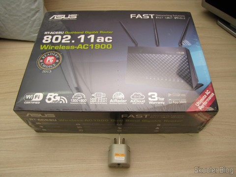 Router ASUS RT-AC68U Dual Band Gigabit Router 802.11ac Wireless-AC1900 in its packaging, along with the toast adapter