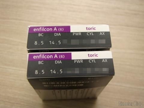 As duas caixinhas das lentes de contato Cooper Vision Avaira Toric