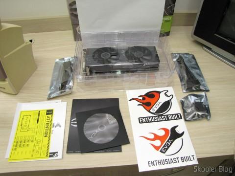 Placa de Vídeo EVGA GeForce GTX 760 SC 4GB DisplayPort HDMI DVI-I/DVI-D com Cooler ACX 04G-P4-2768-KR (EVGA GeForce GTX 760 SC 4GB DisplayPort HDMI DVI-I/DVI-D Graphics Card with ACX Cooler 04G-P4-2768-KR) e seus acessórios