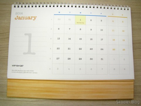 Calendar Table of DX 2014 with Discount Vouchers in 12 months, totaling $ 237,00 (DX 2014 Desk Calendar with 12 Months' Coupon Codes (Value USD$ 200)): January, on the side with the largest calendar and the discount coupon