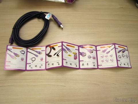Um dos Cabos de Carga e Dados USB macho para Micro USB macho Millionwell 01.0363 com 3 metros (Millionwell 01.0363 USB Male to Micro USB Male Data / Charging Cable - Purple (3m)) e folheto que o acompanha