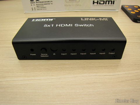 Switch HDMI c/ Controle Remoto LINK-MI LM-SW04 1080p 3D 5 entradas p/ 1 saída (LINK-MI LM-SW04 1080P 3D 5 in 1 out HDMI Switch w/ Remote Control - Black)