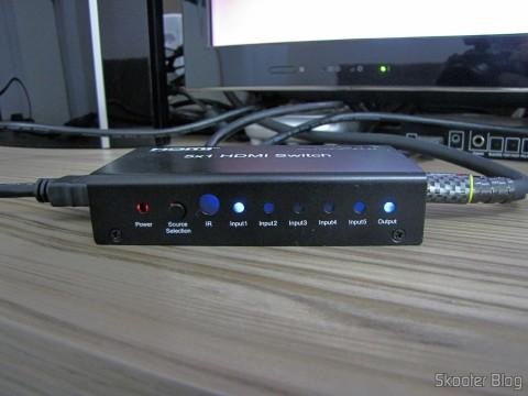 Switch HDMI c/ Controle Remoto LINK-MI LM-SW04 1080p 3D 5 inputs p / 1 output (LINK-MI LM-SW04 1080p 3D 5 in 1 out HDMI Switch w/ Remote Control - Black), operation