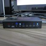 Switch HDMI c/ Controle Remoto LINK-MI LM-SW04 1080p 3D 5 entradas p/ 1 saída (LINK-MI LM-SW04 1080P 3D 5 in 1 out HDMI Switch w/ Remote Control - Black), em funcionamento