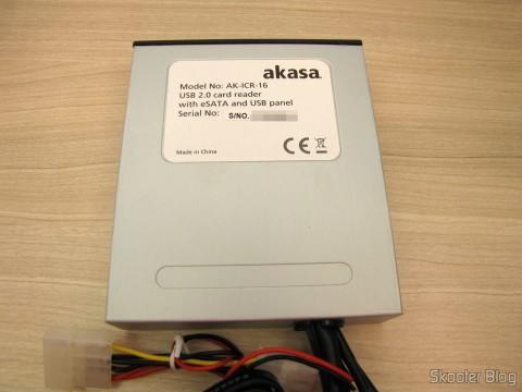 Painel Mutifuncional Akasa com 2 Portas USB 3.0, 3 Portas USB 2.0, eSATA, e Leitor de Cartões (Akasa Multifunction Panel 3-Port USB 3.0 + 2-Port USB 2.0 Hub + ESATA + Card Reader Combo - Grey)