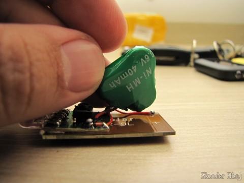 Inside one of the 10 Keychain with Mini Flashlight with 3 LED Solar Light as Recarregável