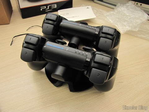 Official Dualshock 3 Charging Station (PS3) (SONY) com os Dualshock 3 conectados