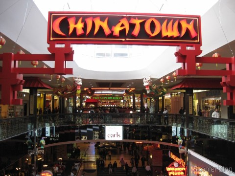 O Supermercado Chinês do West Edmonton Mall é o T&T lá no fundo