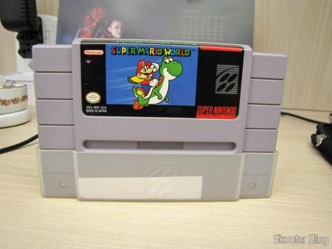 Cartucho Super Mario World que acompanha o Super Nintendo