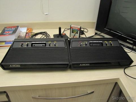 Os dois Atari 2600 lado a lado