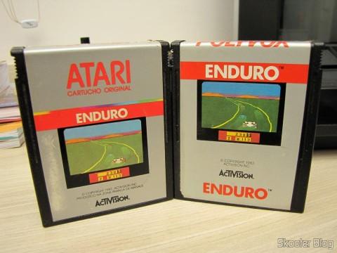 Diferentes rótulos dos cartuchos com o jogo Enduro, para Atari 2600, fabricados pela Polyvox