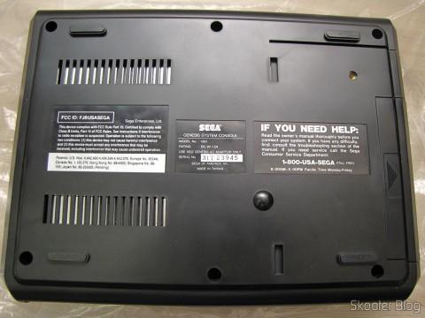 Parte inferior do console Sega Genesis